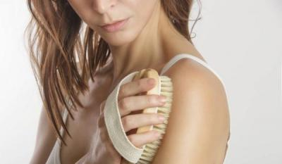5 Manfaat Dry Brushing dalam Perawatan Kulit, Bikin Kinclong Berseri!