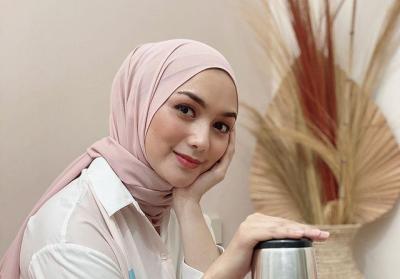 6 OOTD Simple Hijab ala Citra Kirana, Modis dan Fresh Banget