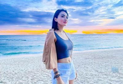 5 Outfit ke Pantai ala Wika Salim, Cantik!