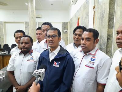 Serahkan SK DPW Papua Barat, Sekjen Partai Perindo Yakin Bakal Lebih Maksimal