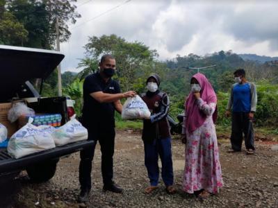 Bahagianya Warga Kampung Ciwalen Terima Sembako dari MNC Peduli