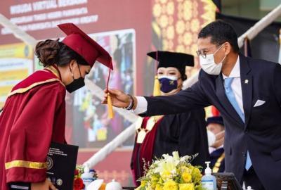 Hadiri Wisuda Perguruan Tinggi Negeri Pariwisata, Ini Wejangan Sandiaga Uno