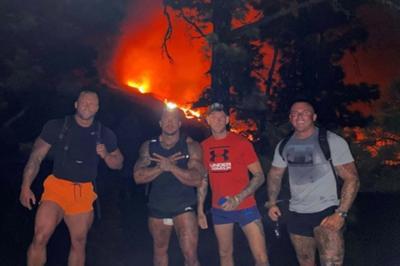 Pria-Pria Kekar Ini Nekat Menyelinap demi Foto Narsis di Gunung yang Sedang Meletus