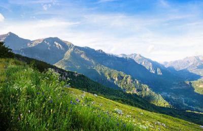 Viral Pengantar Paket Nyasar ke Atas Gunung, Netizen: Ngajak Bercanda Neh Penghuninya