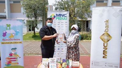 Peringati HUT ke-7, MNC Bank Berbagi Buku Bacaan untuk Anak-Anak Sulawesi Tengah