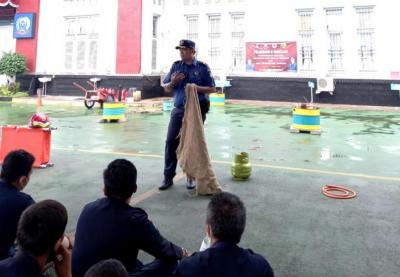 Cegah Kebakaran Lapas, Narapidana di Tangerang Belajar Padamkan Api Pakai Karung Basah