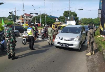 Jalur Puncak Mulai Padat, Antrean Kendaraan di Simpang Gadog Capai 2 Kilometer