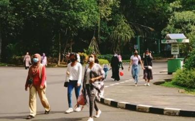 Total Pengunjung Ragunan 4.901 Orang di Hari Pertama Buka