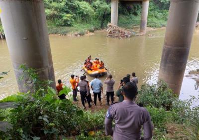 Wanita Paruh Baya di Bogor Diduga Lompat ke Sungai, Tim SAR Lakukan Pencarian