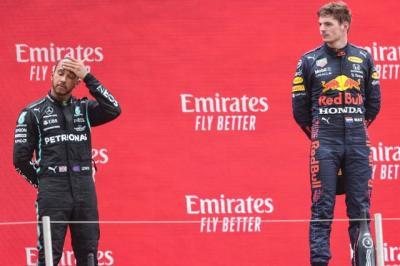 Soal Rivalitas dengan Lewis Hamilton, Max Verstappen: Kami hanya Manusia