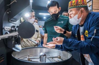 Makan 2 Jenis Mie Aceh Sekaligus, Begini Kesan Sandiaga Uno