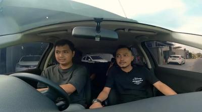 Senyum Sumringah Komika Firza Valaza Dapat Mobil Mewah dari Crazy Rich Kampoeng