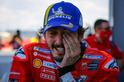 Sportif! Fabio Quartararo Juara MotoGP 2021, Francesco Bagnaia Beri Pelukan Hangat kepada sang Rival