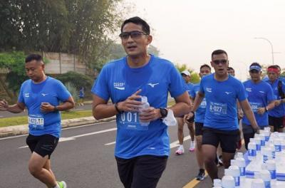 Ikuti Lomba Lari Hybrid Terbesar se-Indonesia, Sandiaga Uno: Bangkitkan Industri Event Nasional