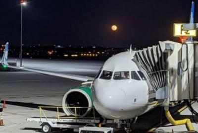 Bau Asap Paksa Pesawat Ini Mendarat Darurat, Bagaimana Nasib Penumpang?