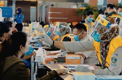 Naik Pesawat Wajib PCR, Menko Luhut Buka Suara