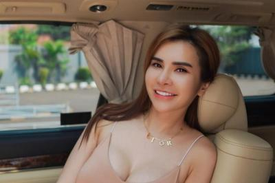 Montoknya Maria Vania Pakai Baju Terbuka Warna Kulit, Netizen: Semangka