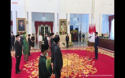 Presiden Jokowi Lantik 17 Dubes: Rosan Ke AS, Fadjroel Ke Kazakhstan