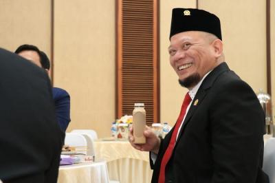 Ketua DPD RI Apresiasi Pengabdian Bidan Eros Bantu Persalinan Persalinan Suku Baduy