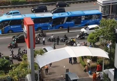 Foto-foto Tabrakan Maut Dua Bus Transjakarta di Cawang
