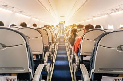 Balita Tak Pakai Masker, Pramugari Usir Satu Keluarga dari Pesawat