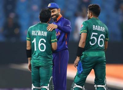 Luar Biasa, Pemain Pakistan Ini Tunaikan Sholat di Tengah Pertandingan Kejuaraan Dunia Kriket T20