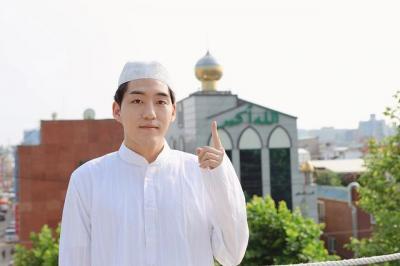 Mualaf Ganteng Asal Korea Daud Kim Ungkap Alasan Babi Haram Dimakan