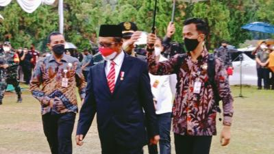 Mahfud MD Pimpin Upacara Pemakaman Sudi Silalahi di Tengah Hujan Deras