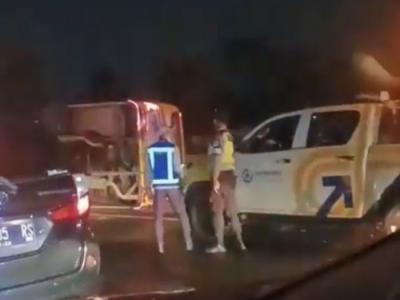 Bus Luragung Alami Kecelakaan di Tol Jagorawi, Sopir Terlempar Keluar