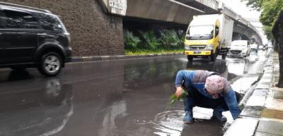 Sejumlah Jalanan DKI Jakarta Tergenang Usai Diguyur Hujan, Ini Daftarnya