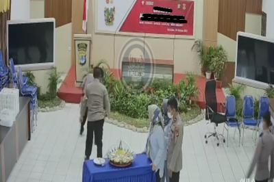 Kapolres Nunukan Dicopot Usai Pukul Anak Buahnya karena <i>Zoom Meeting</i>