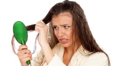 Ini Alasan Kenapa Tidak Boleh Menyisir saat Rambut Basah