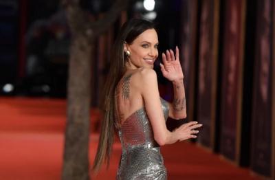 Rambut Palsu Angelina Jolie saat Tampil di Premier Eternals Dicibir Netizen