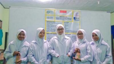Teliti Kulit Bawang dan Biji Bengkoang, Siswa Madrasah Ini Raih Juara Internasional