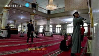Viral Pemuda Azan Sangat Merdu di Masjid Depan Gereja Katedral, Netizen: Jantungku Bergetar