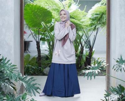 Kisah Dewi Sandra Mualaf, Berawal Perjalanan Hidup yang Berlika-liku