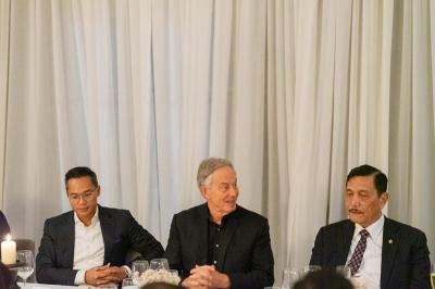 Duduk Berdampingan, Menko Luhut Bertemu Tony Blair Bahas Ibu Kota Baru