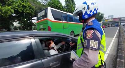 Kena Ganjil Genap, Pengendara Wanita Ini Panik Mengaku Mau Pulang ke Lampung