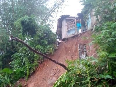 Tebing Setinggi 15 Meter di Bogor Longsor, Rumah Warga Hampir Ambles