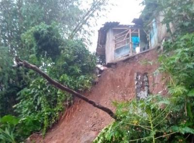 Bogor Hujan Deras, Tebing 15 Meter Longsor