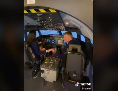 Diberi Kejutan Kekasih, Pilot Ini Malah Asyik Pegangan Tangan dengan Wanita Lain