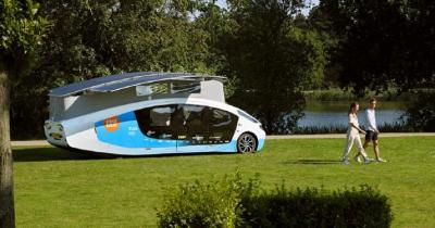 Mahasiswa Ini Bikin Mobil Camper Van Tenaga Matahari Pertama di Dunia, Begini Wujudnya