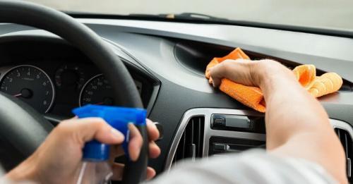 5 Cara Bikin <i>Dashboard</i> Mobil yang Kusam Kembali Kinclong Seperti Baru