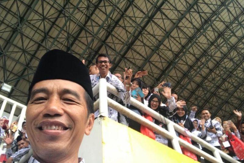 Daftar Guru yang Akrab dengan Presiden, Nomor 1 dan 3 Mengajar Jokowi di SMA dan SMP
