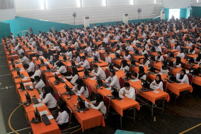 Lolos Passing Grade Tapi Tak Dapat Formasi, Pemerintah Diminta Beri Perhatian ke Guru Honorer