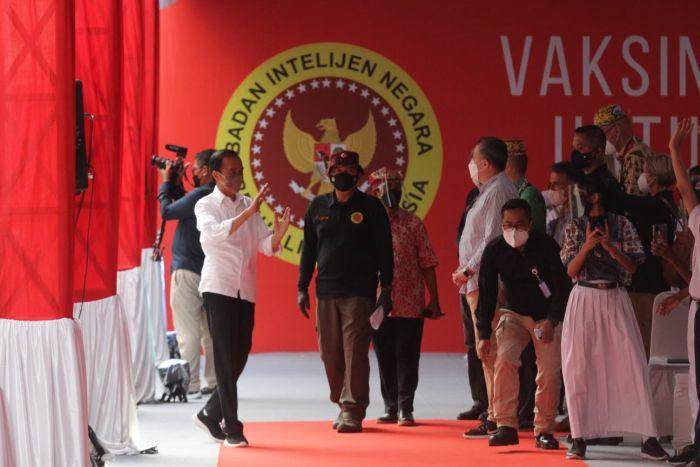 Presiden Jokowi Ajak Para Dubes Tengok Vaksinasi Massal di Tarakan