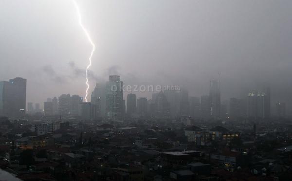 BMKG: Waspada Hujan Disertai Petir di Jaksel dan Jaktim Sore Hari