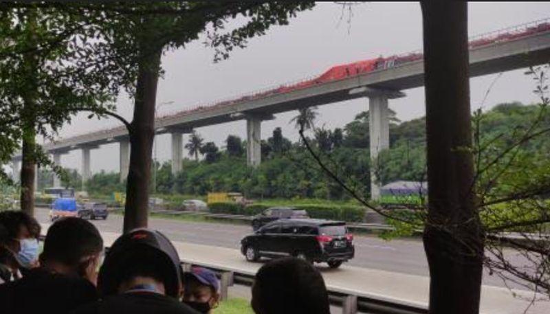 Kesaksian Warga Detik-Detik LRT Tabrakan di Cibubur, Terdengar Suara Dentuman