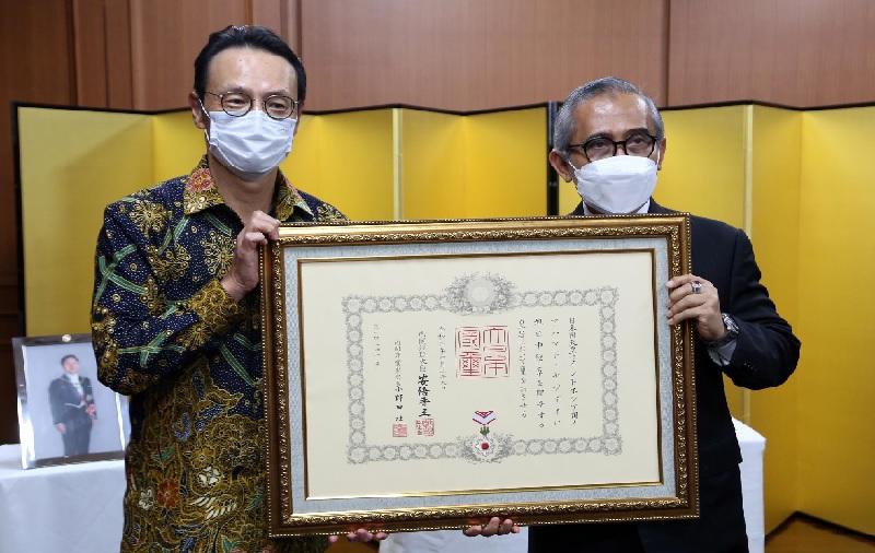Prof. Achmad Jazidie Raih Bintang Jasa dari Pemerintah Jepang, Ini Perannya