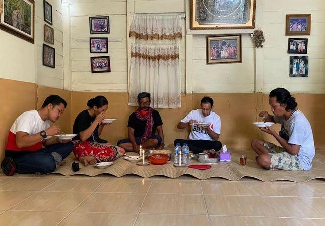 Menginap di Rumah Pegiat Budaya Toba, Nadiem Belajar Musik Tradisi